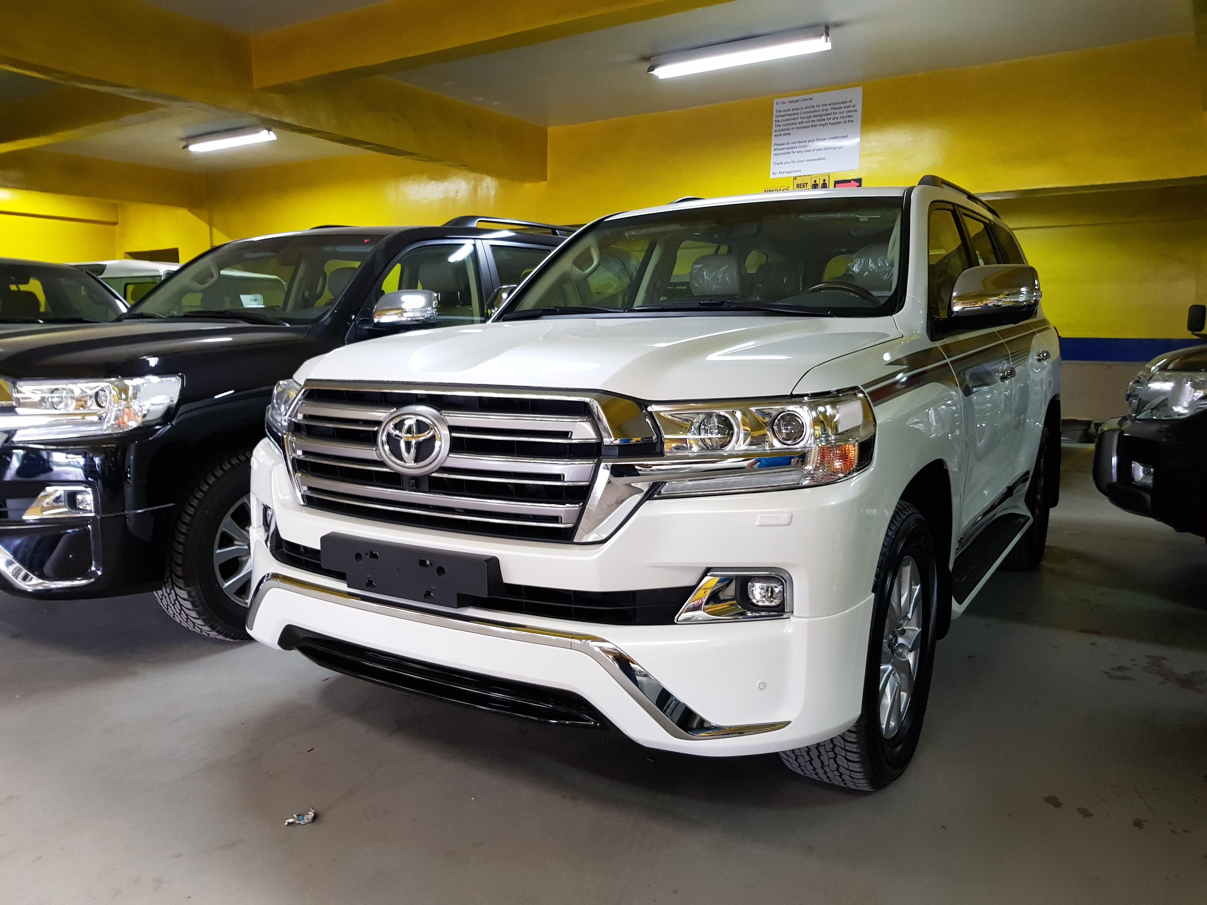 Drive preview: 2018 Toyota Land Cruiser 200 series Dubai version | Carl Cabusas
