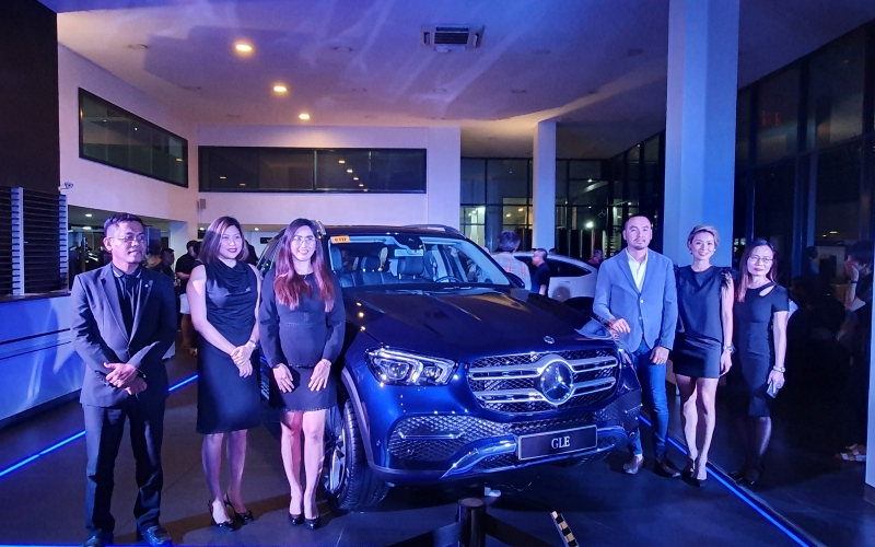 With Global Motors and Mercedes-Benz's Cebu top management executives.